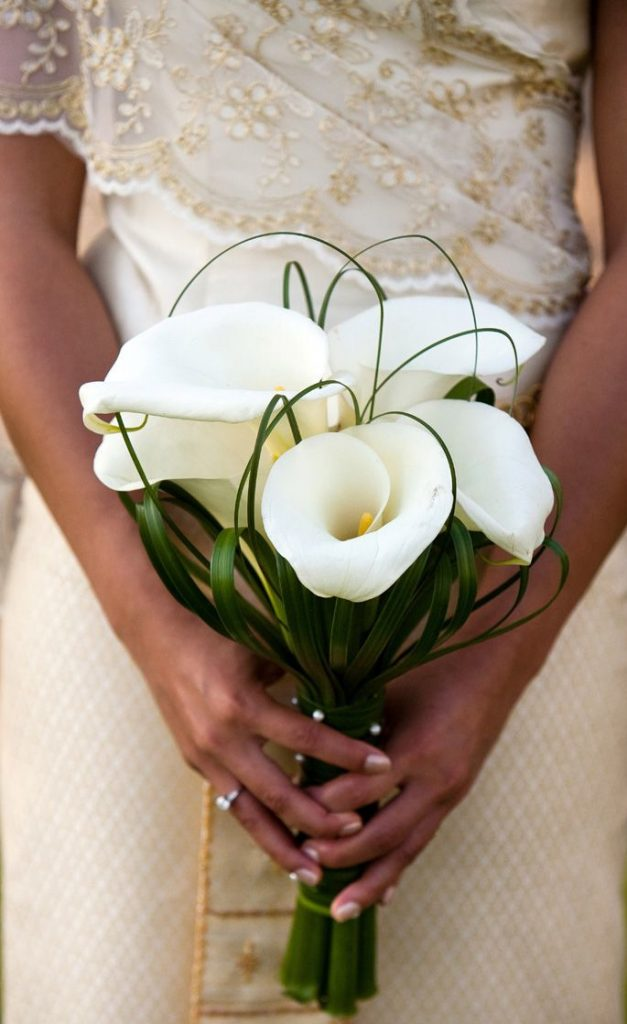 Ideas for You to Choose Lilies Wedding Bouquet