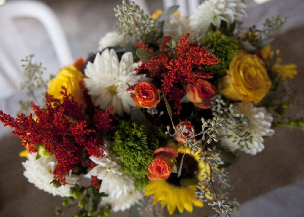 beautiful-fall-wedding-flowers-dsa532g