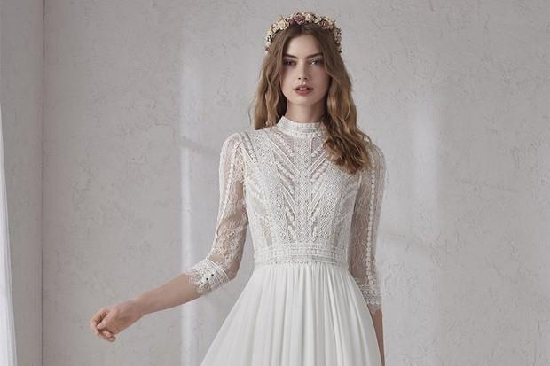 high-neck-vinatge-wedding-dress-hero-0c74134