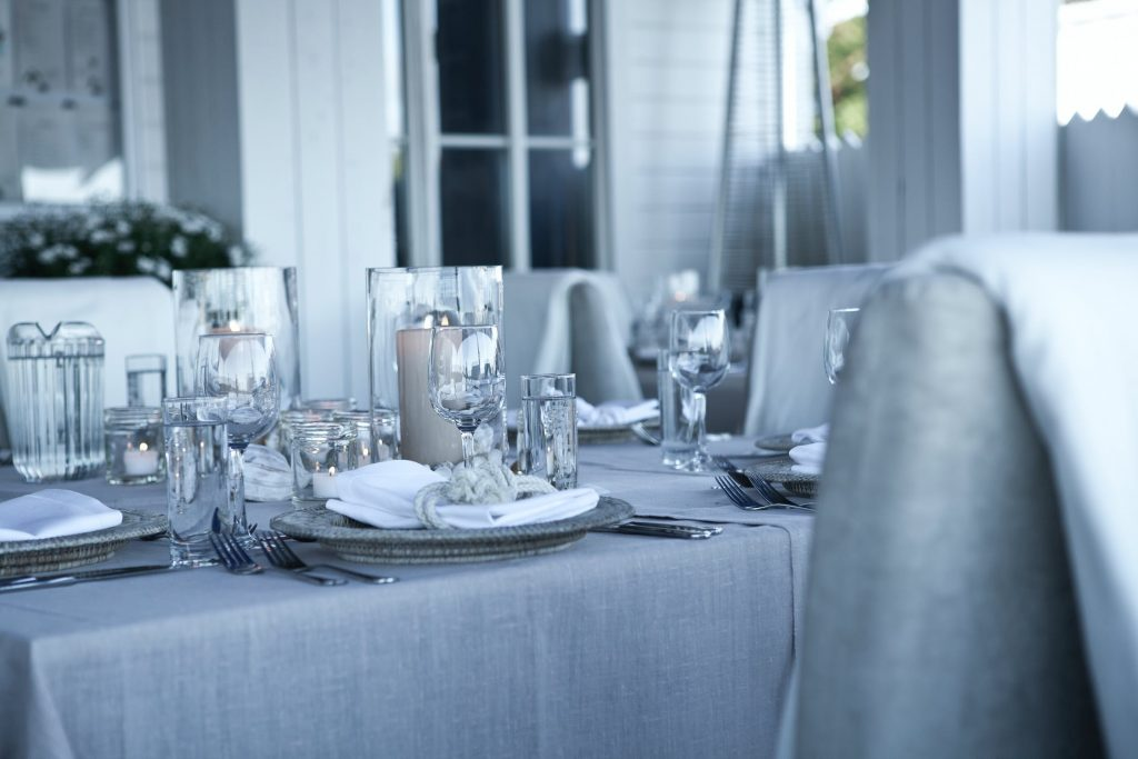 How Should You Seat Your Wedding Guests